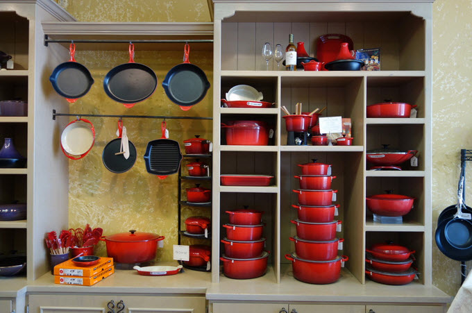 une batterie de cuisine le creuset de 1 500 gagner. Black Bedroom Furniture Sets. Home Design Ideas