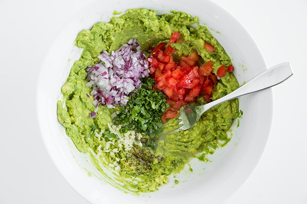 3 minutes pour préparer un délicieux guacamole 2