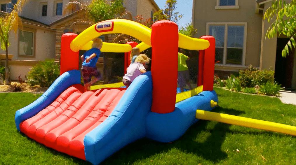 Gagnez une sauteuse gonflable jump 39 n 39 slide little tikes de 330 - Maison de jardin little tikes colombes ...