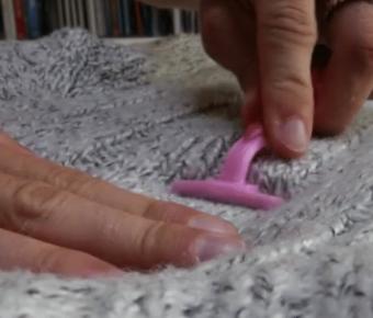 utilisez un rasoir jetable pour enlever les peluches et bouloches de vos v tements quebec. Black Bedroom Furniture Sets. Home Design Ideas